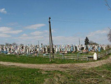 На волинському кладовищі «господарювали» вандали
