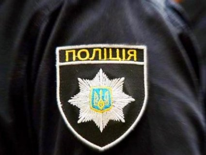 Озброєний неадекват напав на сусідів і поранив чотирьох патрульних (відео)