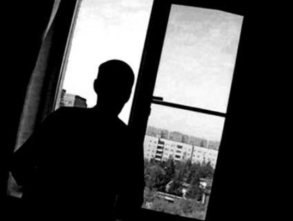 У Києві чоловік вистрибнув з 5 поверху на автомобіль