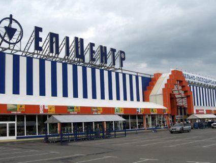 «Нац*ст!»: касирка одного з відомих гіпермаркетів обізвала покупця  (фото)
