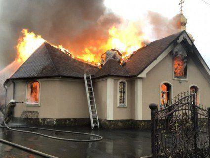 Підпал: на Харківщині згорів храм (фото)