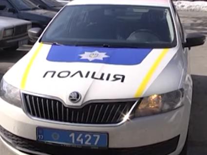 У Рівному школярка станцювала на поліцейському авто (відео)