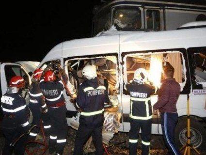 Жах: мікроавтобус зіткнувся з поїздом