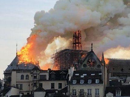 Назвали імовірну причину пожежі в Нотр-Дамі