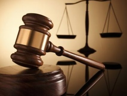 Суд зняв арешт з рахунків банку Януковича