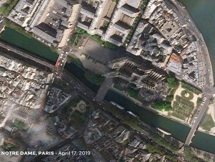 До і після: пожежа у Норт-Дамі з космосу