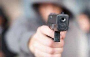 У Харкові біля військової частини молодики влаштували стрілянину