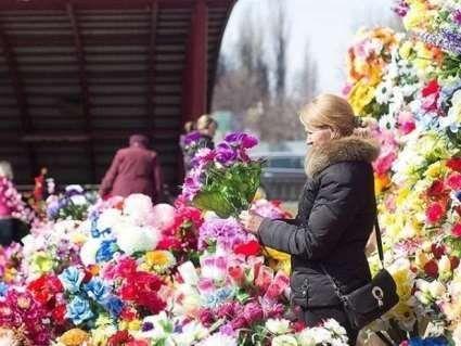Штучні квіти на кладовищах: яку смертельну небезпеку вони несуть?