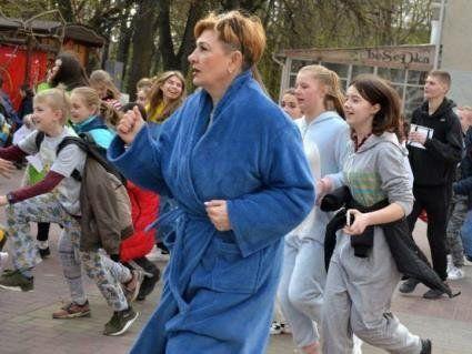 У Хмельницькому діти та дорослі бігали вулицями… у піжамах