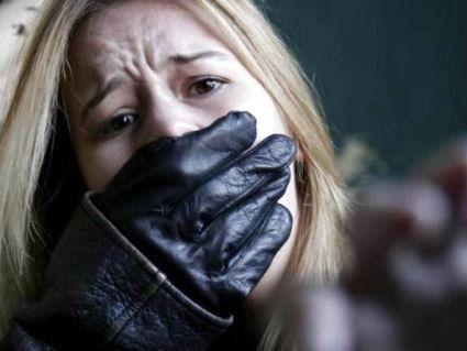 У Києві четверо чоловіків викрали молоду дівчину