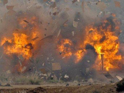 В Афганістані терористи-смертники влаштували потужний вибух біля будівлі уряду