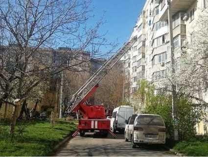 В Одесі жінка залишилася живою після  падіння з дев'ятого поверху
