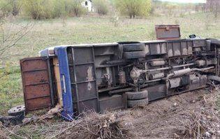 Під Луцьком автобус зіткнувся з авто: загинуло двоє дорослих та дитина (фото, оновлено)