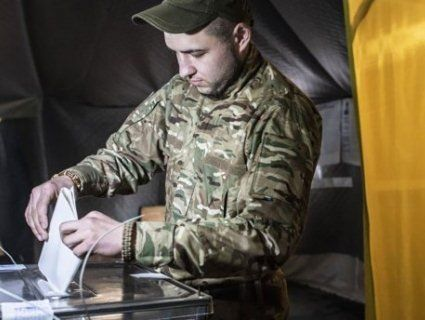 Кого на виборах підтримали військові на Донбасі – Зеленського чи Порошенка