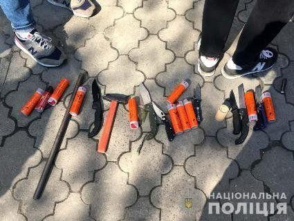 У Рівному невідомі в камуфляжі зі зброєю силою захопили офіс  (фото, відео)