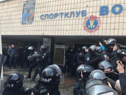 У Києві рейдери розгромили дитячий спортклуб, де вчився боксувати Кличко (фото)
