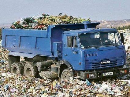 Львівське сміття вночі вивозять у сусідню область (фото)