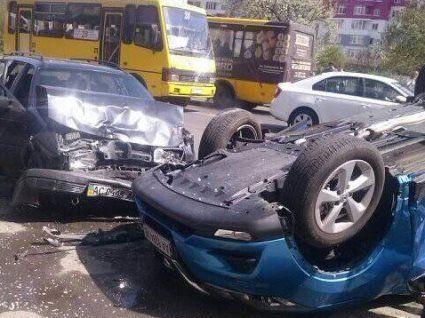 У Луцьку повідомили деталі аварії , в якій перекинувся автомобіль (фото, відео)