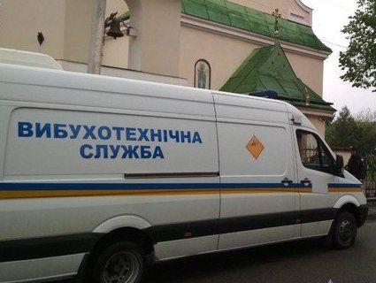 У Львові на Великдень «замінували» 7 храмів (фото)