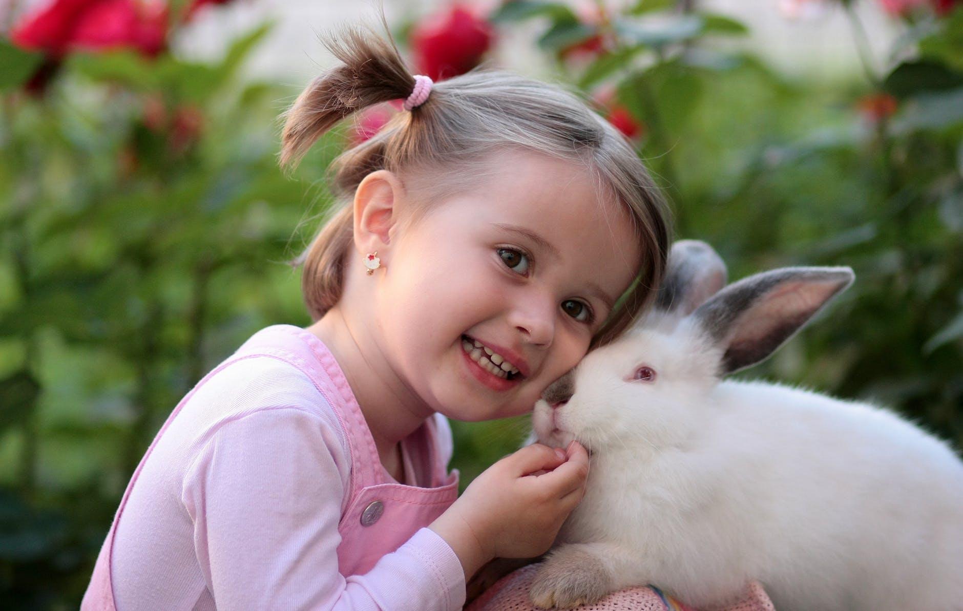 Коли проколювати вуха дівчинці: протипоказання, гігієна та думка фахівців