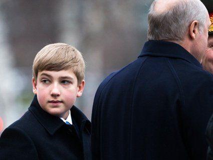 «Юні білоруски тануть»: у Мережі обговорюють різко змужнілого сина Лукашенка (фото)