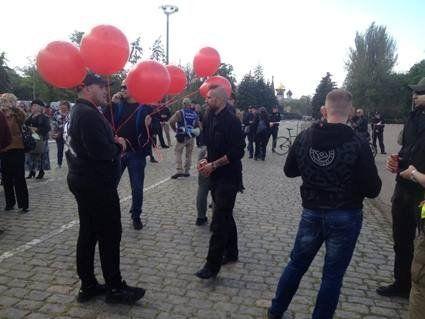 В Одесі сутички: на Куликовому полі 40 молодиків з червоними кульками