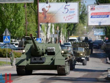 В Донецьку бойовики влаштували парад раритетної техніки (фото, відео)