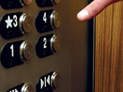 У Луцьку обірвався ліфт із жінкою (відео)