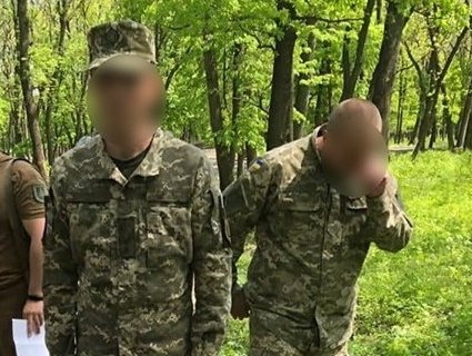 На Донбасі на хабарі затримали командира роти (фото)
