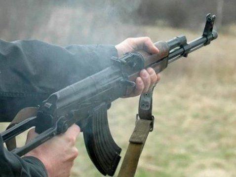 «Правосек» влаштував стрілянину з автомата у пабі: поранено журналіста (відео)