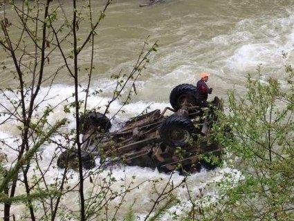 Трагедія на Прикарпатті: водій вантажівки, яка впала в річку, був пяний