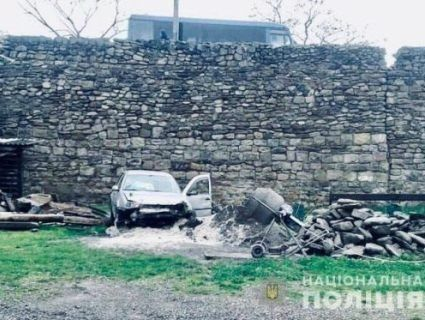 На Прикарпатті злетіли в урвище авто і збита ним дівчинка-пішохід