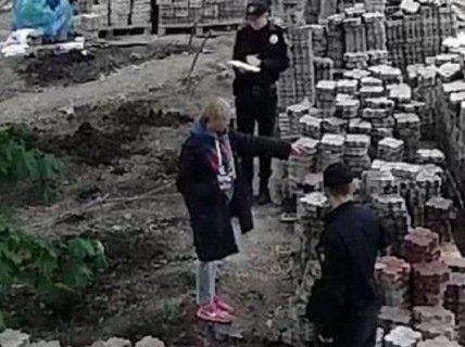 Відстоювала зелену зону: в Одесі активістку облили фекаліями