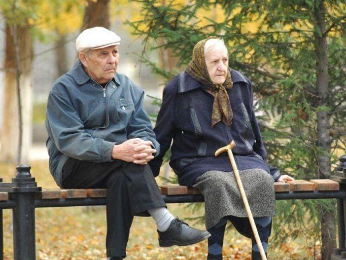 Волинських пенсіонерів переводять на електронні посвідчення