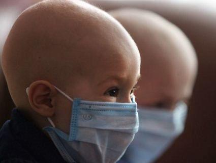 Скандал: кияни ополчилися проти онкоцентру, бо не хочуть «бачити лисих дітей»
