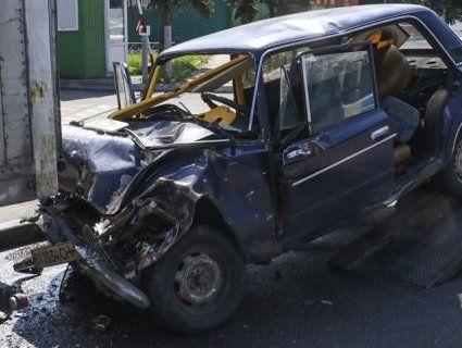 На Київщині легковик влетів у вантажівку: загинули військові (фото, відео)