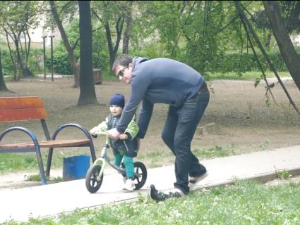 «Тато в декреті»: що думають лучани про декретну відпустку для чоловіків (відео)