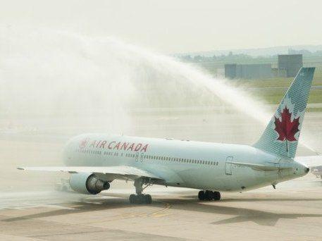 В аеропорту літак врізався у бензовоз: є постраждалі