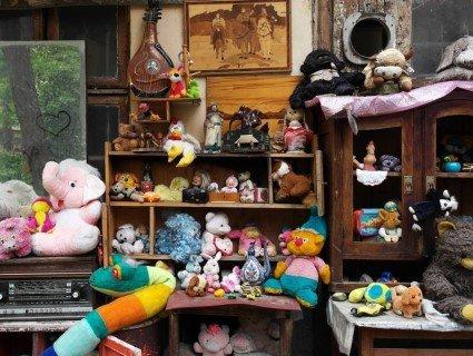 «Дворик загублених іграшок»: у Львові мають свій аналог Острова покинутих ляльок (відео)