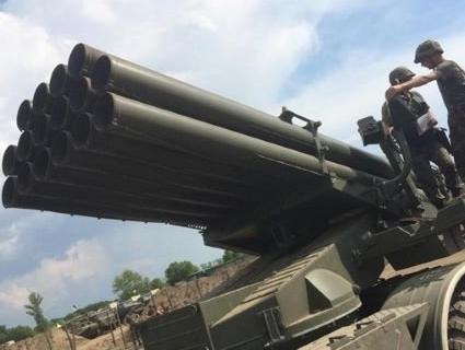Росія стягує важку техніку до лінії розмежування