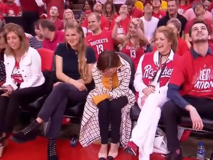Талісман баскетбольної команди змусив почервоніти саму Матір Драконів (фото, відео)
