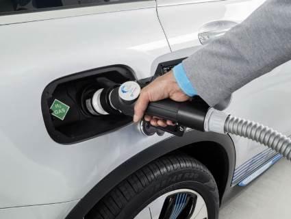 Mercedes-Benz на бензині з водою: українець створив авто за $400 (відео)