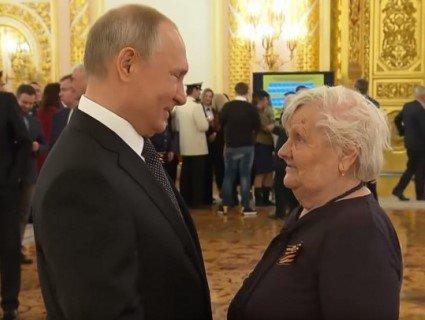 «Точно не брешеш?»: на зустрічі Путіна із вчителькою щось пішло не так (відео)