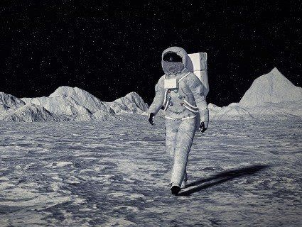Вперше за історію космонавтики на Місяць відправлять жінку