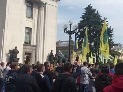 У Києві знову протестують  «євробляхарі»