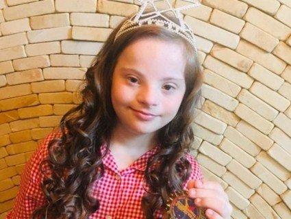 Корону конкурсу краси в Європі наділа 13-річна українка зі синдромом Дауна (відео)