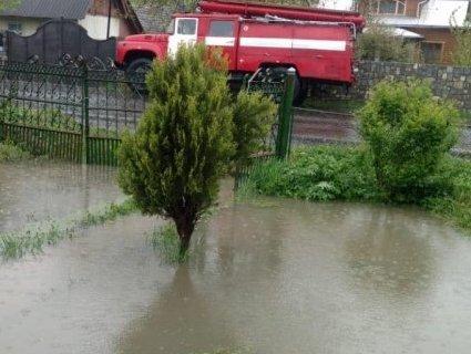 Під водою: на Франківщині затопило 300 дворів
