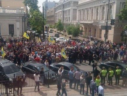 У Києві поліція кордоном перекрила центральну вулицю міста: що сталося