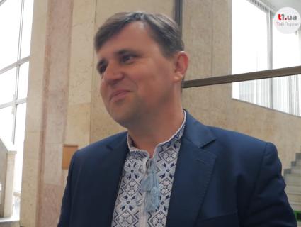 «Символ нації»: волинські депутати розказують історію своїх вишиванок (відео)