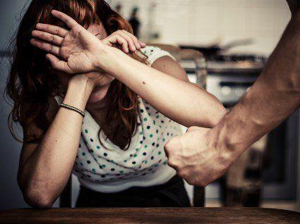 На Хмельниччині чоловік до смерті побив свою співмешканку і пішов спати